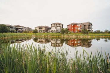 pond-houses-background